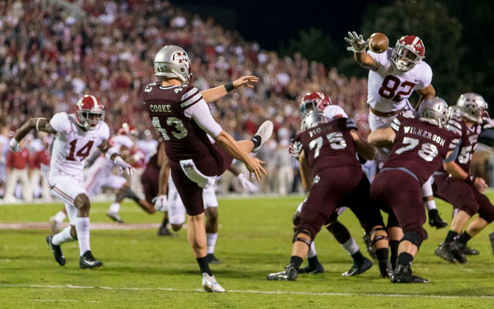 Irv Smith efforting to block a punt against Mississippi State